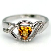 A 925 silver ring set with a trillion cut citrine and white stones, (R.5).