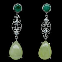 A pair of 925 silver drop earrings set with oval cut emerald and pear cut prehnites, L. 4.5cm.