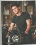 Taylor Lautner signed 10x8 colour photo from Twilight. Good Condition. All autographs come with a