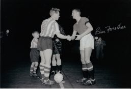 Autographed Bill Foulkes 12 X 8 Photo B/W, Depicting The Man United Captain Shaking Hands With His