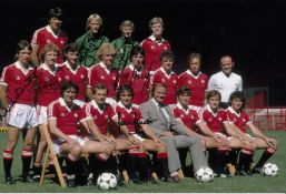 Autographed Man United 12 X 8 Photo Col, Depicting Players Posing For A Squad Photo At Old