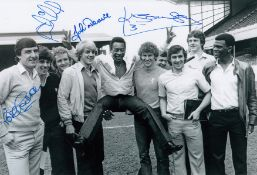Autographed Arsenal 12 X 8 Photo B/W, Depicting A Wonderful Image Showing Several Players Posing