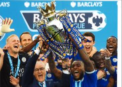 Football Claudio Ranieri signed 16x12 colour photo pictured lifting the premier league trophy
