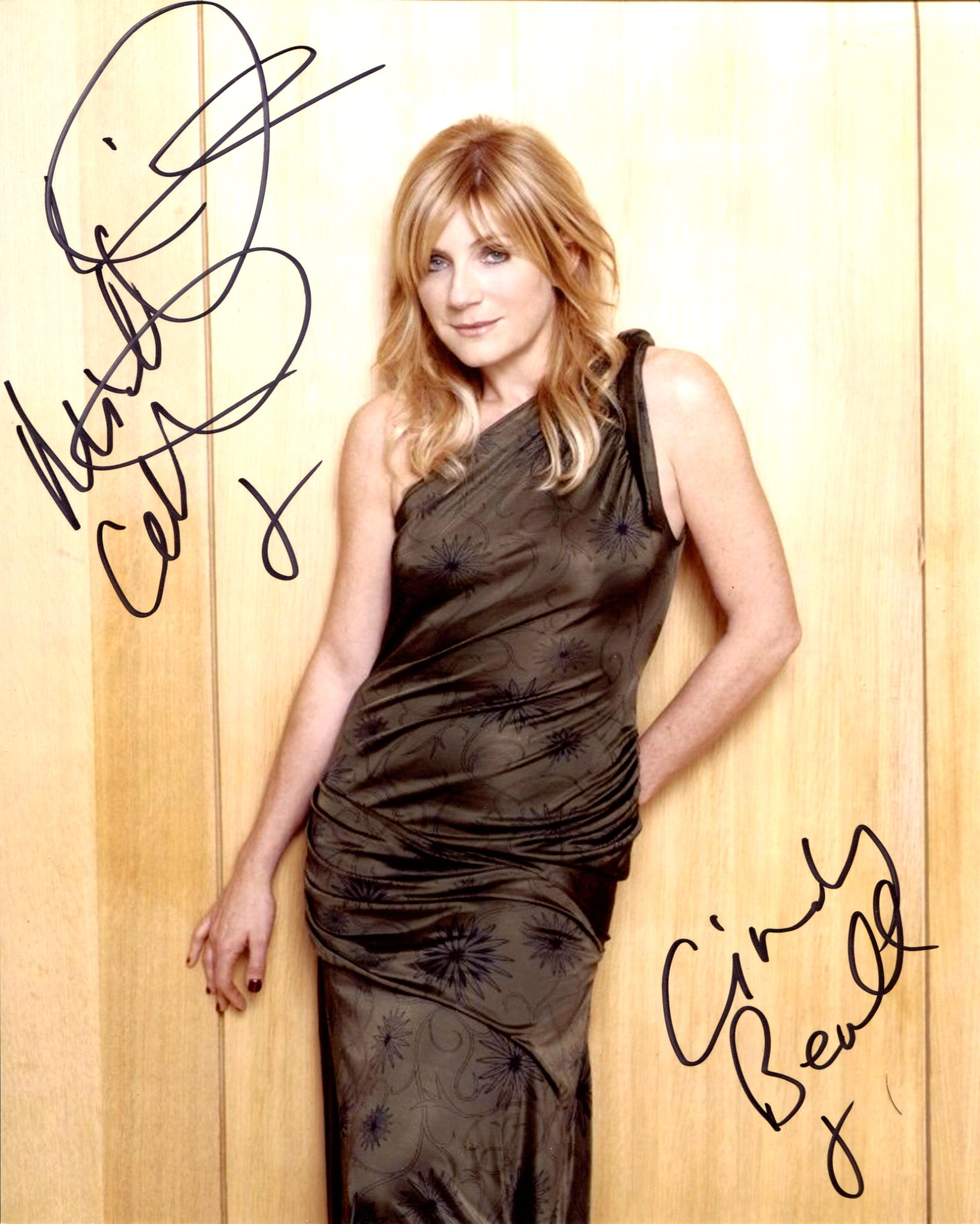 Michelle Collins, 8x10 photo signed by this Doctor Who and Eastenders actress. Good condition. All