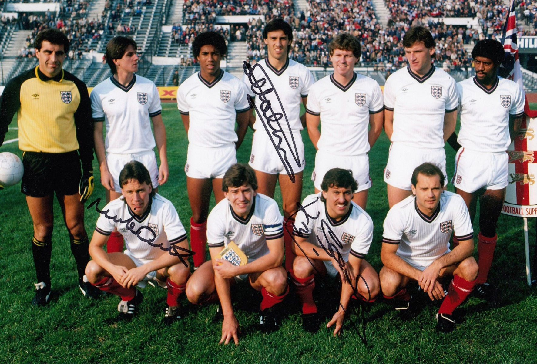 Autographed ENGLAND 12 x 8 photo - Col, depicting players posing for a team photo prior to a 0-0