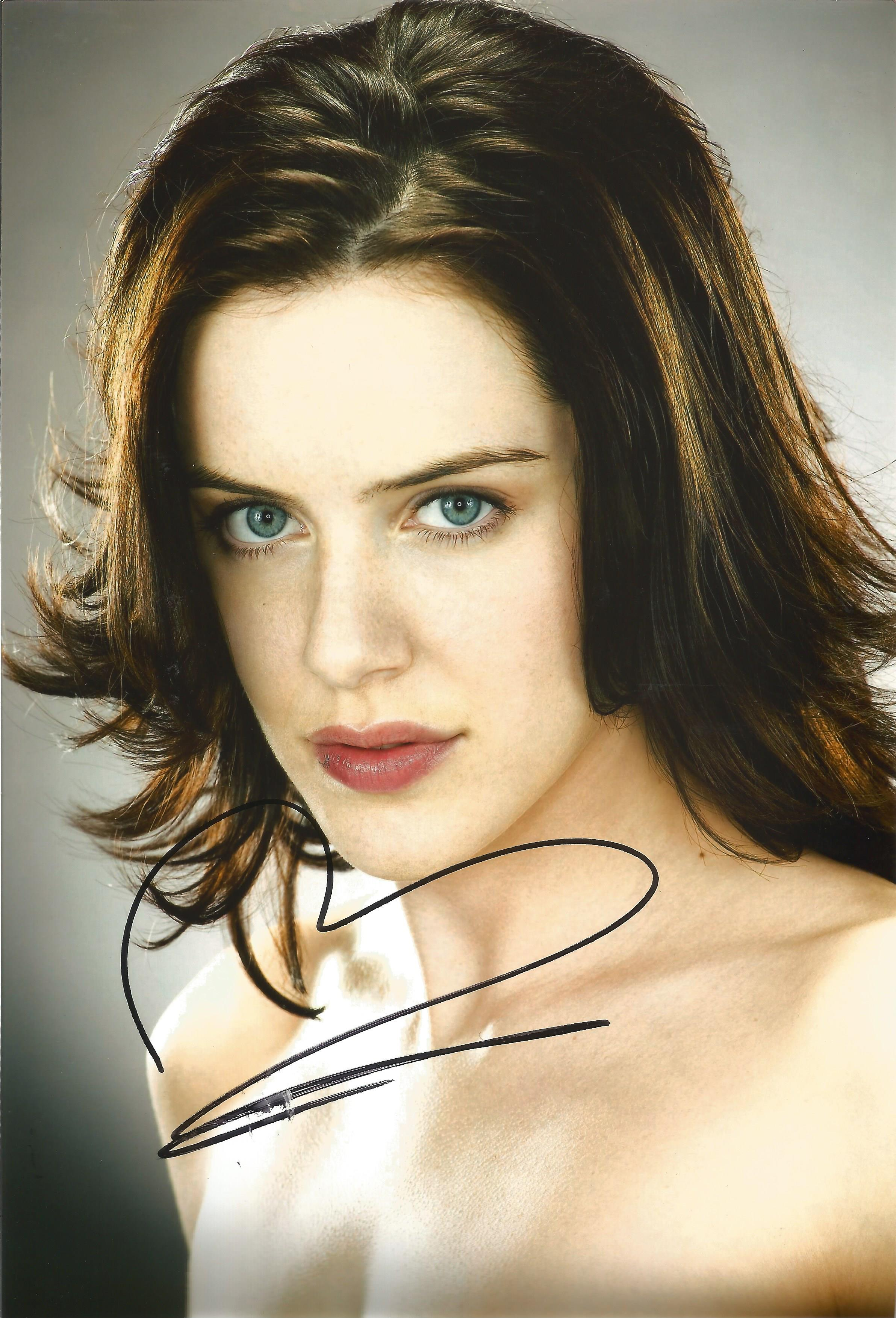MICHELLE RYAN Actress signed 8x12 Photo . Good condition. All autographs come with a Certificate