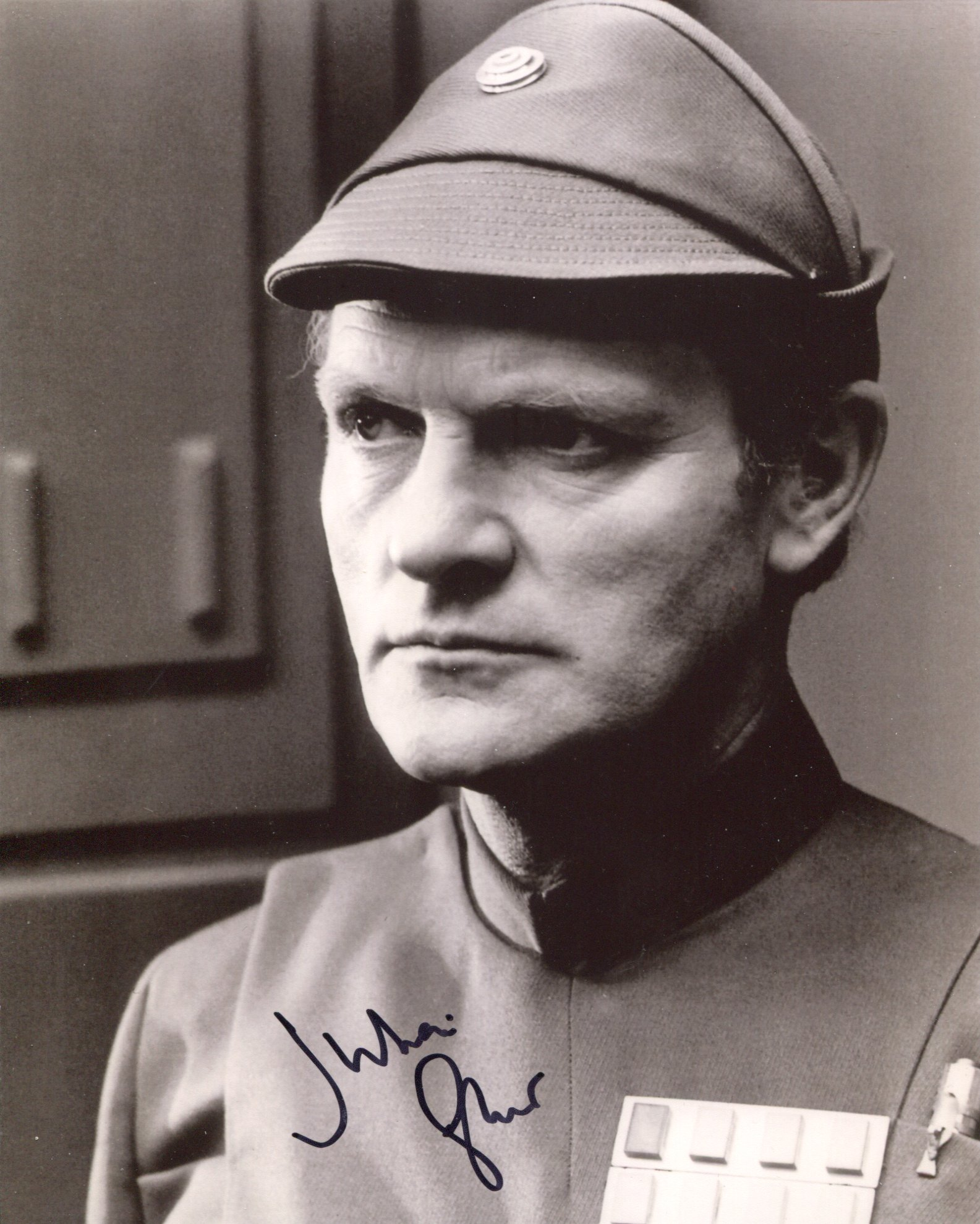 Star Wars 8x10 scene photo signed by actor Julian Glover (General Veers). Good condition. All