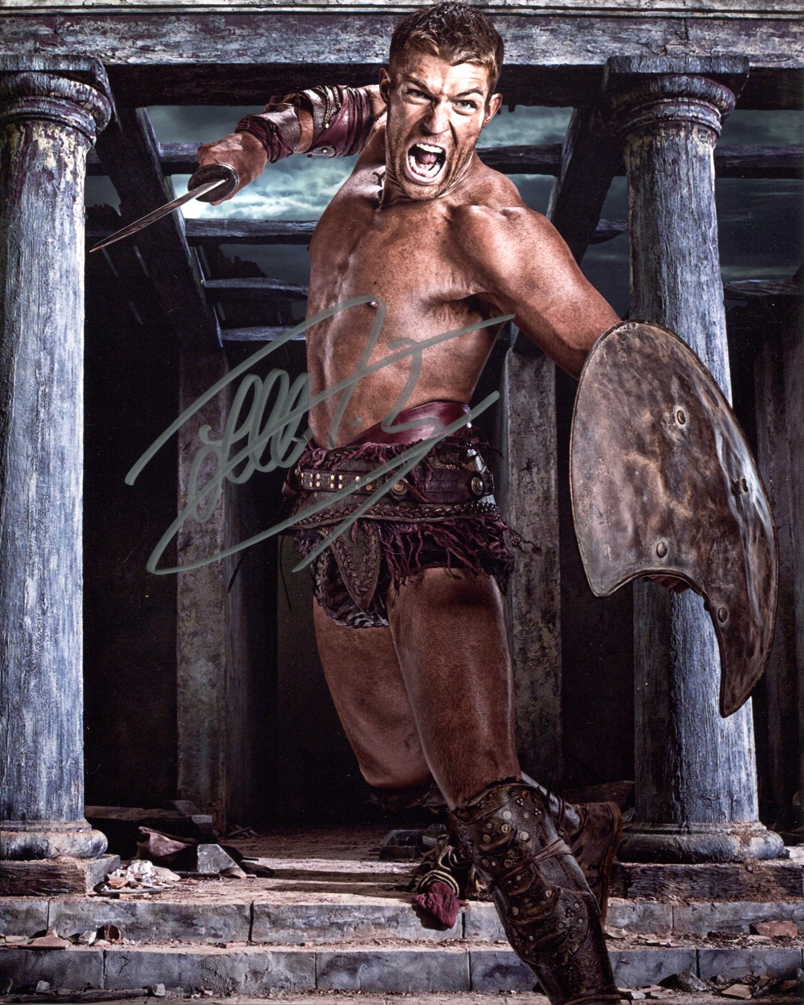 Spartacus 8x10 Spartacus TV series photo signed by Spartacus himself, actor Liam McIntyre. Good