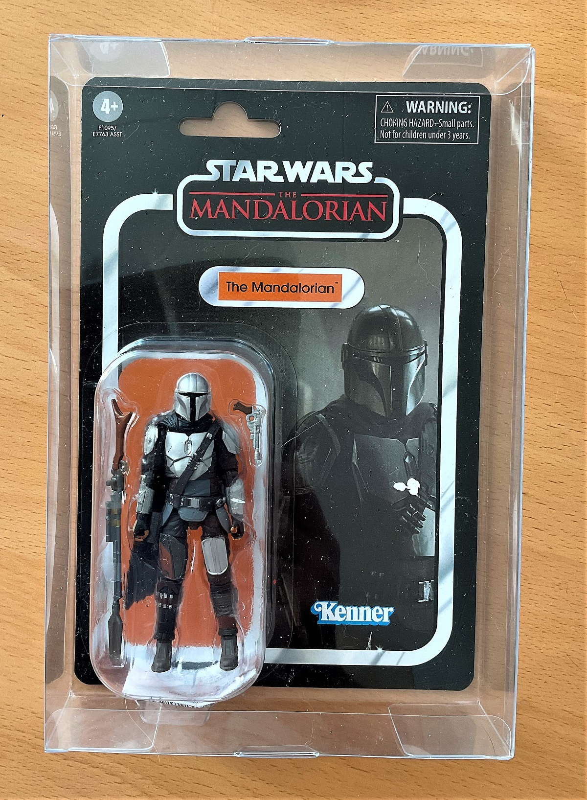 Star Wars, miniature action figure of The Mandalorian. This item is still complete in its