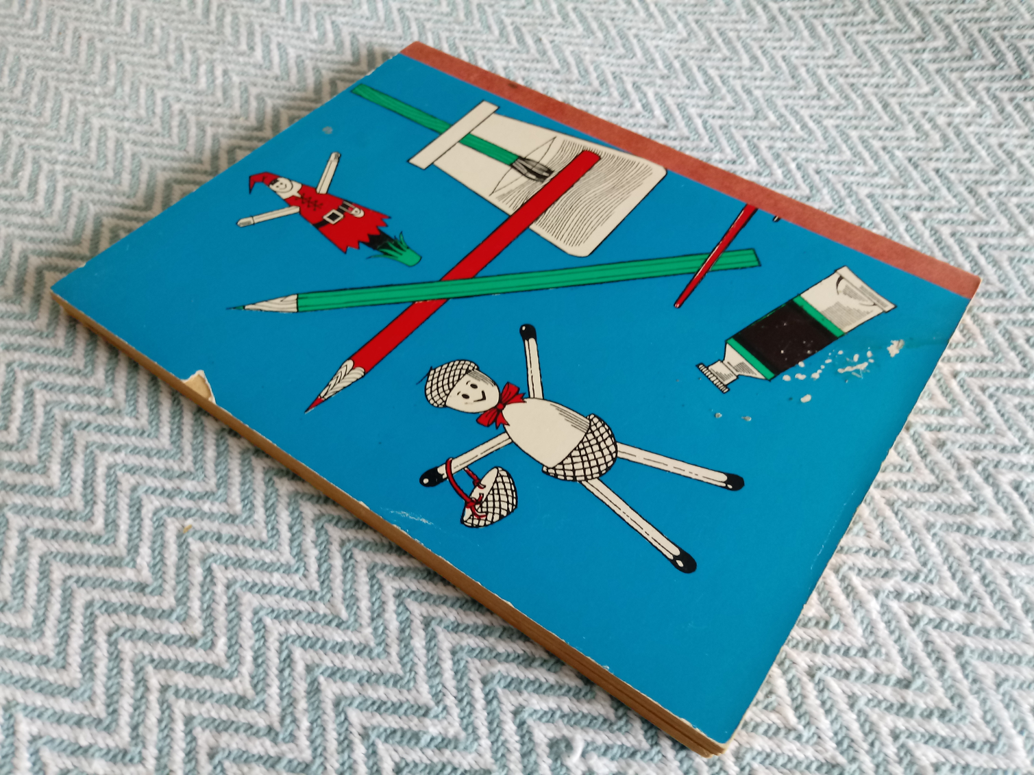Rainy Day Book 3 Puzzles and things to make and do for the seven-to-tens softback book 63 pages by