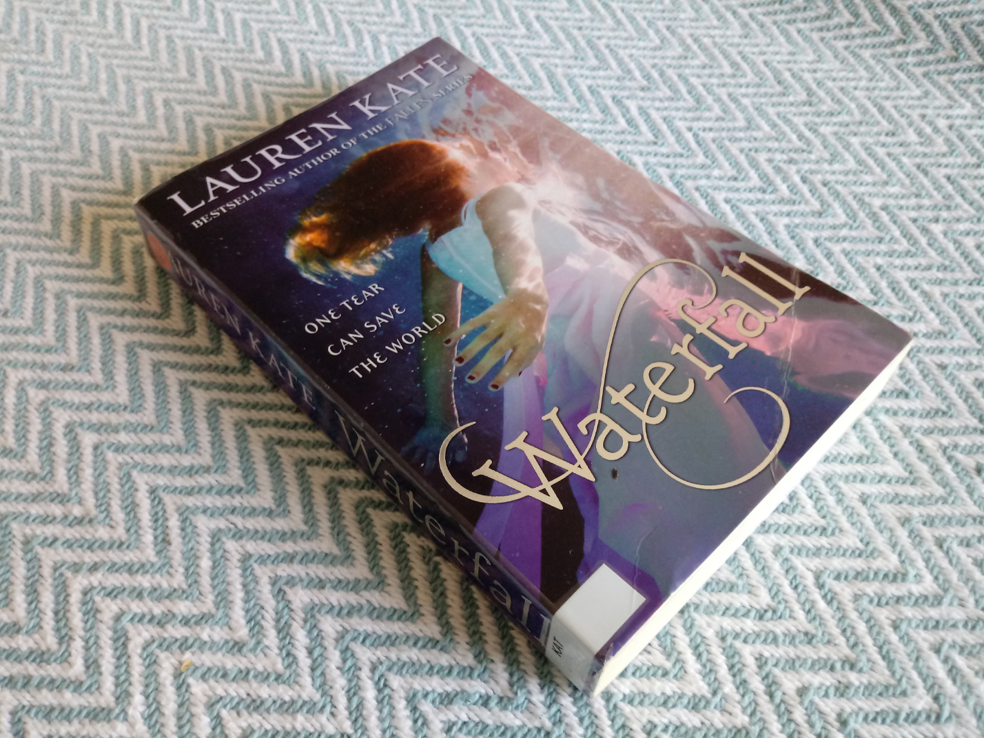 2 x Lauren Kate softback books. Waterfall 385 pages Published 2015 Corgi Books ISBN 978 0 552