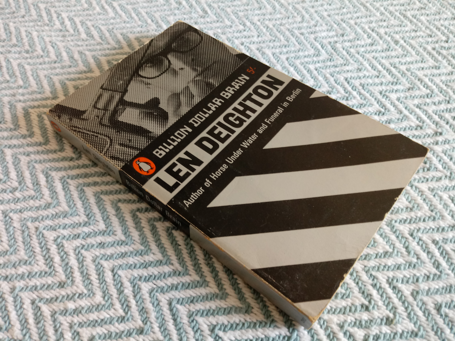 4 x Len Deighton softback books 1-Funeral in Berlin 256 pages publish Penguin books 1966 in good - Image 4 of 4
