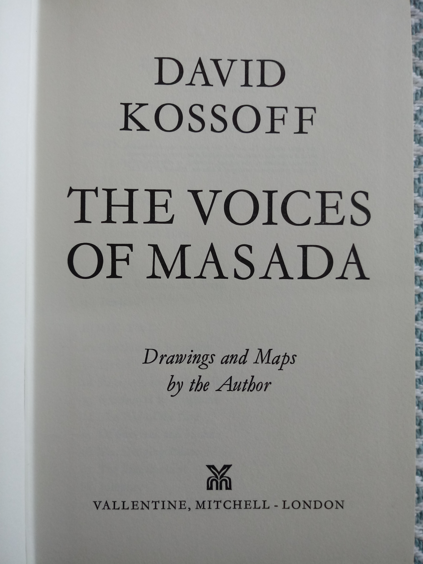 The Voices Of Masada by David Kossoff hardback book 236 pages Published 1973 Valentine Mitchell ISBN - Image 3 of 4