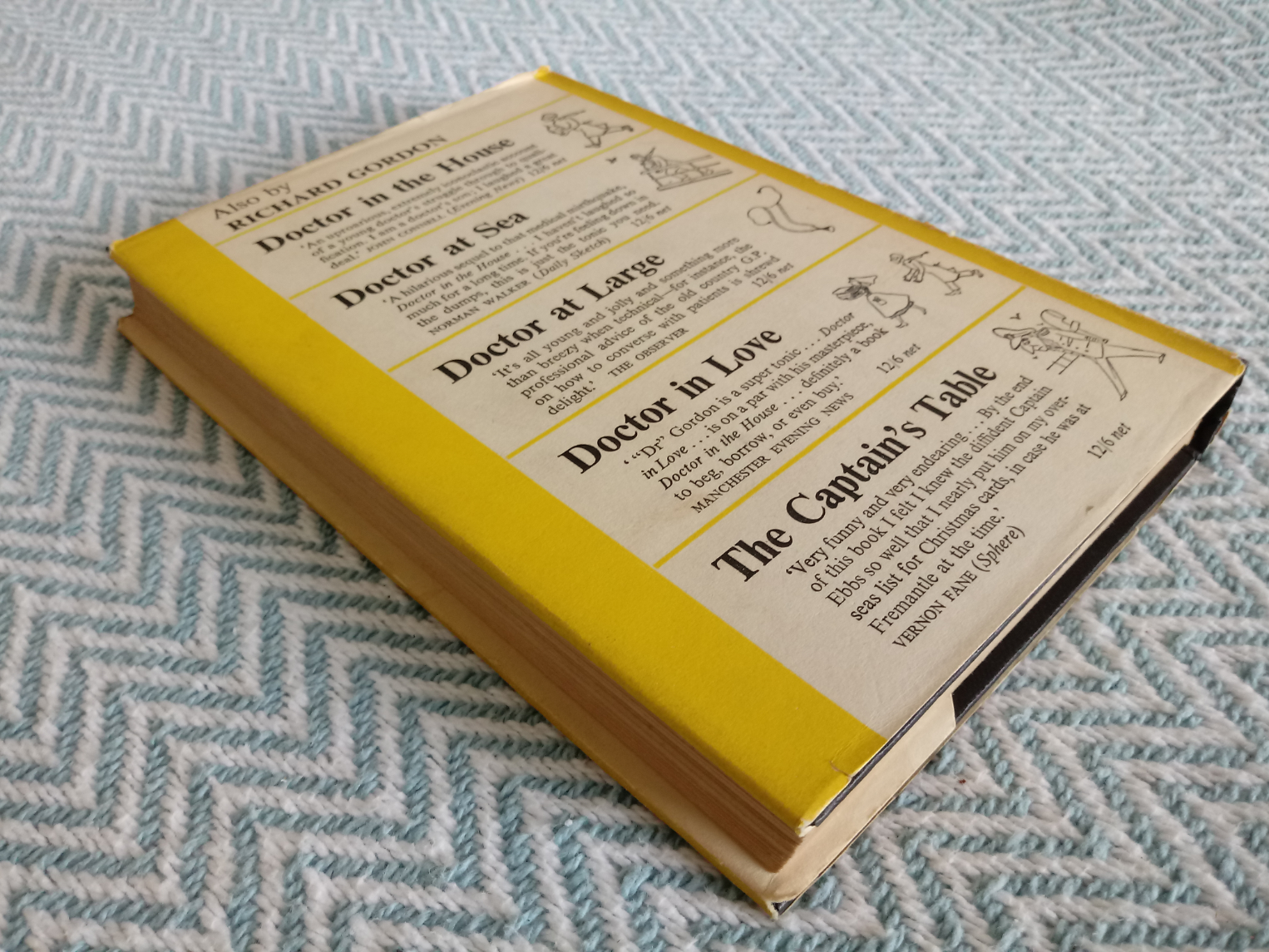 5 x Richard Gordon hardback books Doctor At Sea 219 pages published 1954 in good condition has dings - Image 2 of 3
