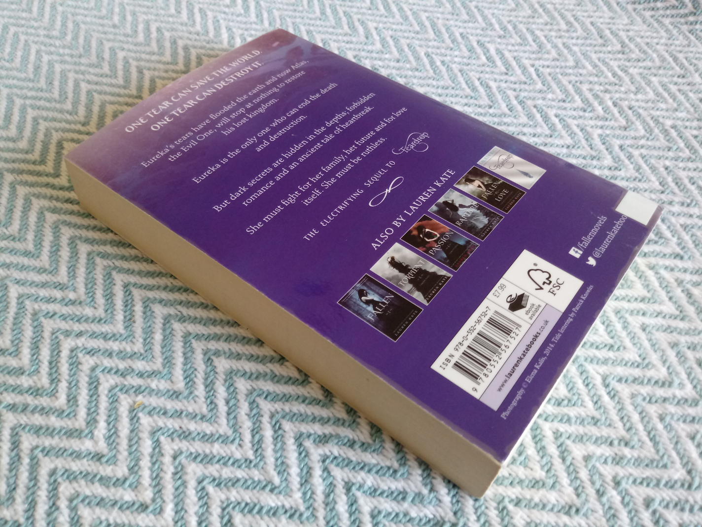2 x Lauren Kate softback books. Waterfall 385 pages Published 2015 Corgi Books ISBN 978 0 552 - Image 2 of 3