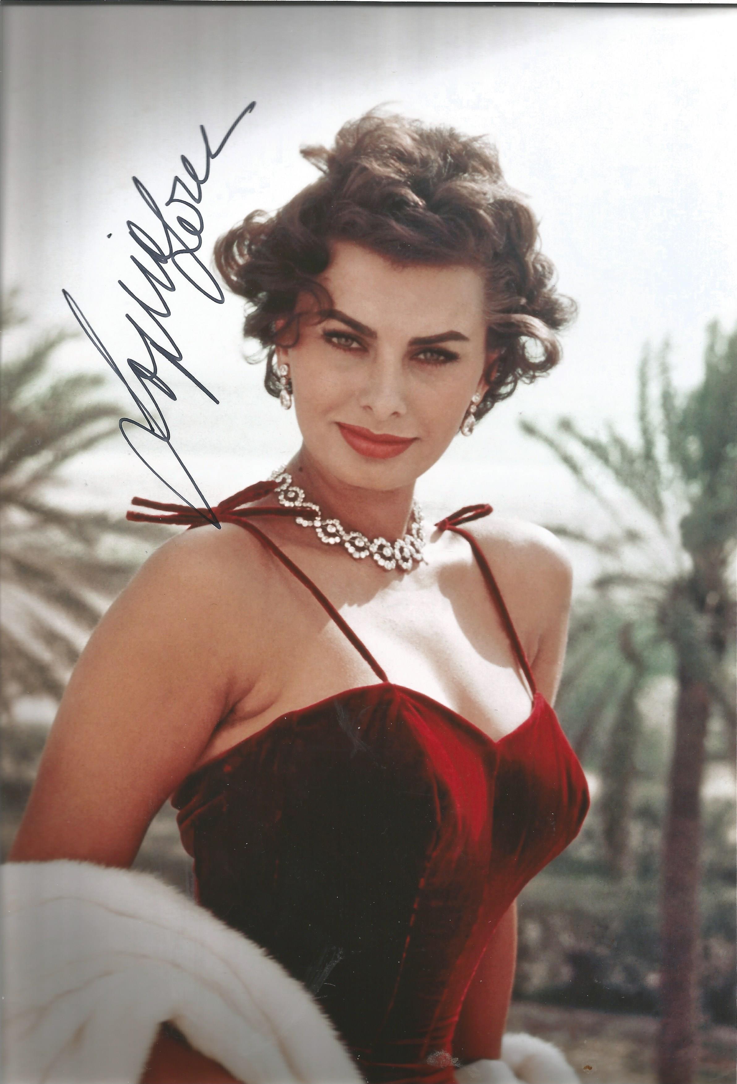 Sophia Loren signed 12x8 colour photo. Sofia Villani Scicolone Dame Grand Cross OMRI ( born 20