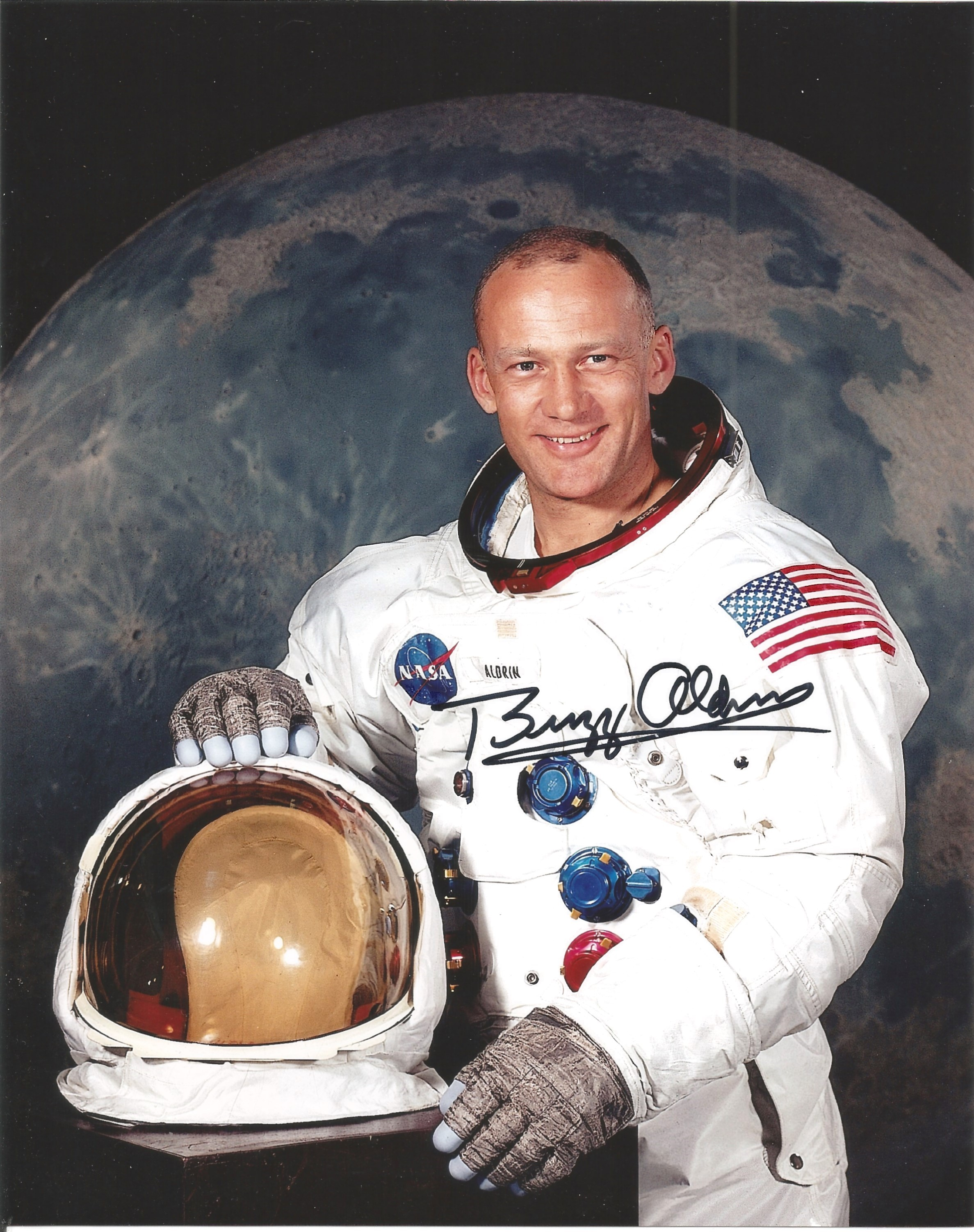 Buzz Aldrin Apollo 11 astronaut signed 10 x 8 inch colour white space suit photo. Good condition.