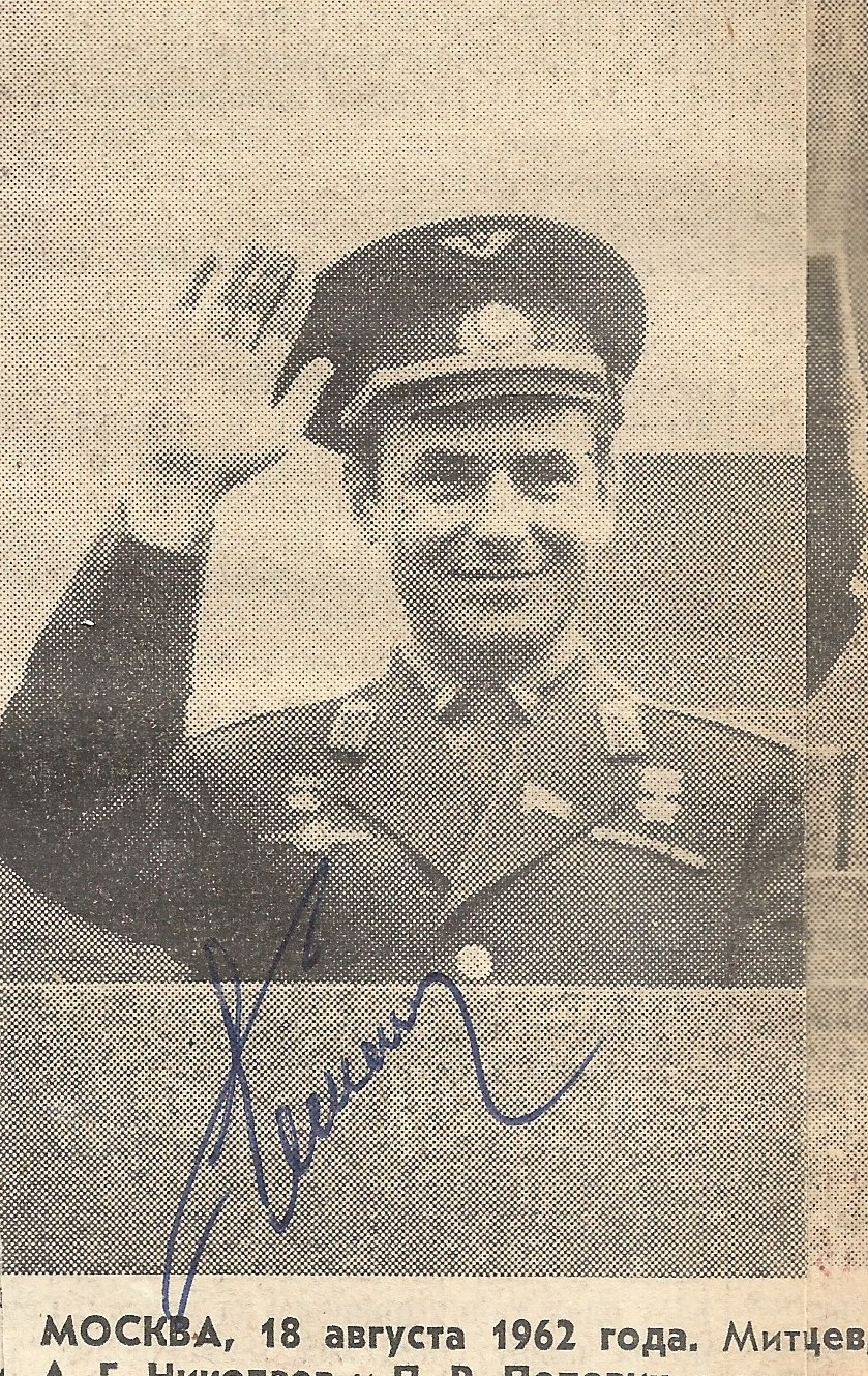 1950/60s Russian Cosmonauts multiple signed hard backed scrapbook compiled by a worker at Baikonur - Image 14 of 22