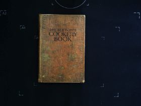 Mrs Beeton's Cookery Book hardback book 382 pages Published Ward, Lock and Co. Ltd. Showing signs of