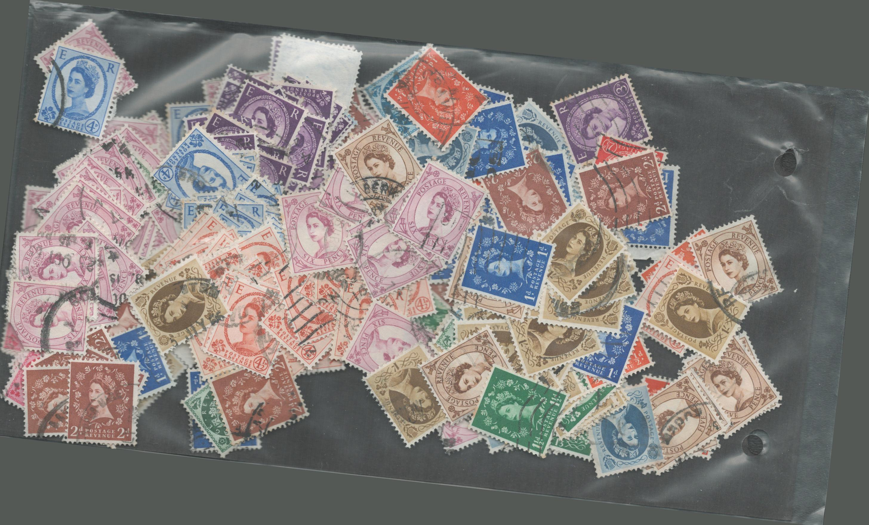 Used stamp collection. Definitives of GB. 1st series of QEII. Includes phosphor, side watermarks and