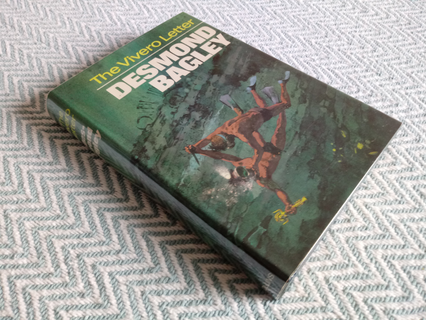 3 x Desmond Bagley hardback books published by Collins 1- Wyatt's Hurricane 287 pages 1966. In - Image 5 of 10