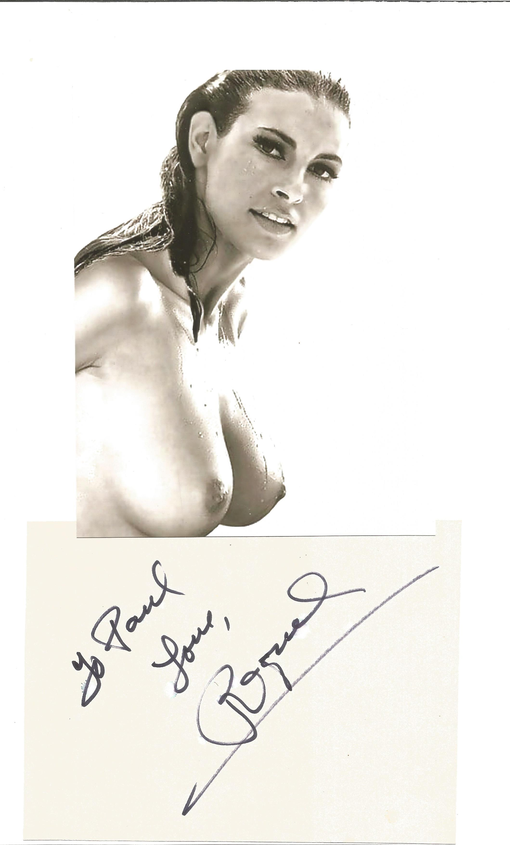 Raquel Welch signature piece includes black and white photo and signed 6x4 white card fixed to A4