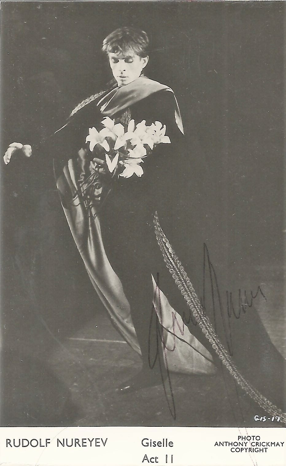 Rudolf Nureyev signed 5x3 black and white photo, photo taken during the scenes of 'Giselle Act 2'.