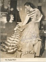 Petula Clarke Singer / Actress Signed Vintage 1951 Reuter 5x7 Press Photo. Good condition. All