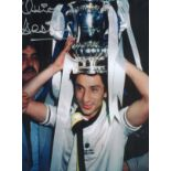 Football. Ossie Ardiles Signed 16x12 colour photo. Photo shows Ardiles with a trophy on his head.