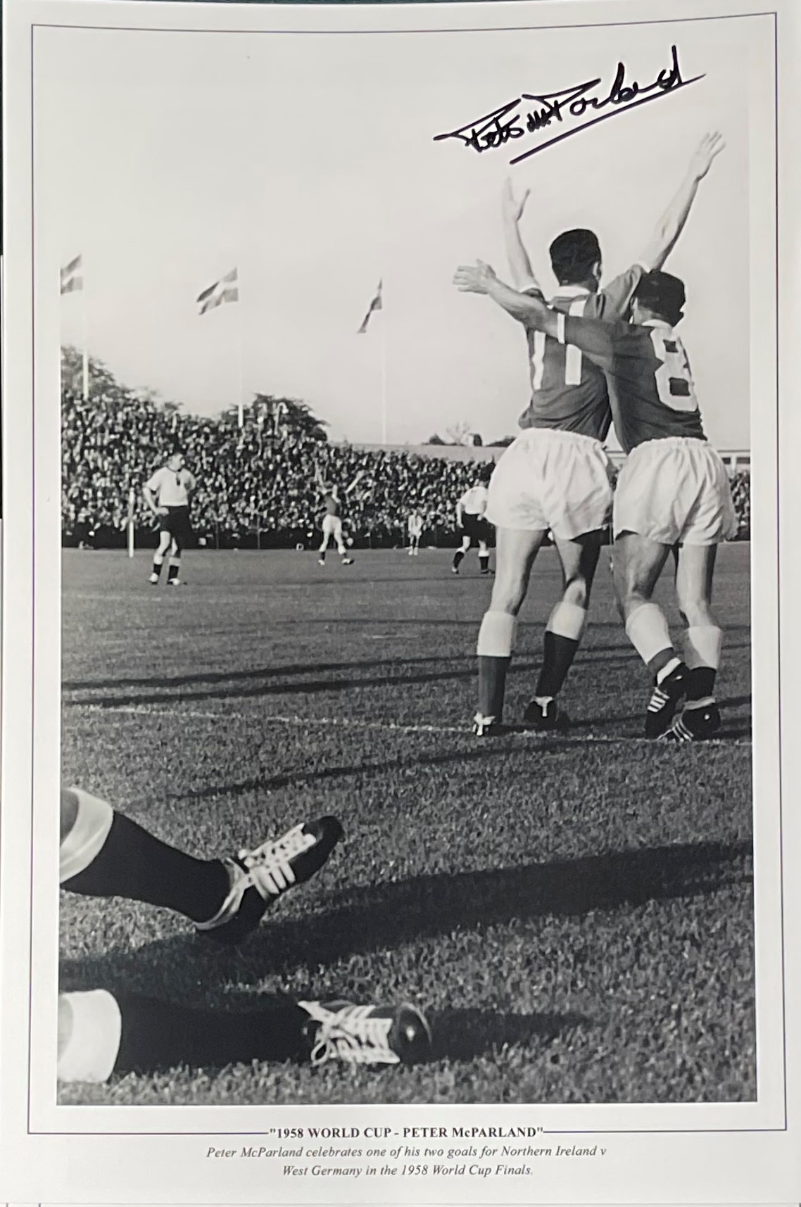 Peter McParland signed 16x12 1958 World Cup black and white print. Peter McParland celebrates one of