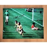 Football, Alan Sunderland signed 12x16 colour photograph pictured as he celebrates scoring a goal in