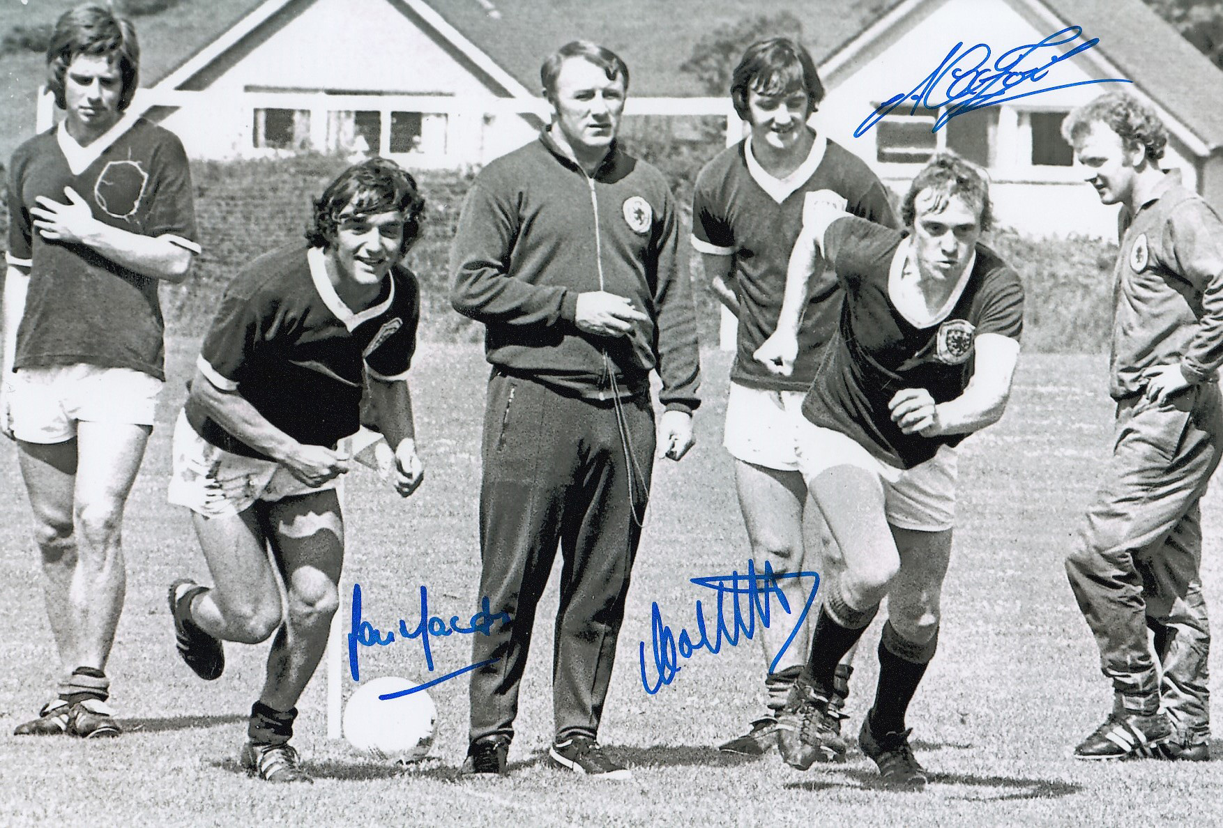Autographed Scotland 12 X 8 Photo B W, Depicting The Scotland Manager Tommy Docherty Looking On