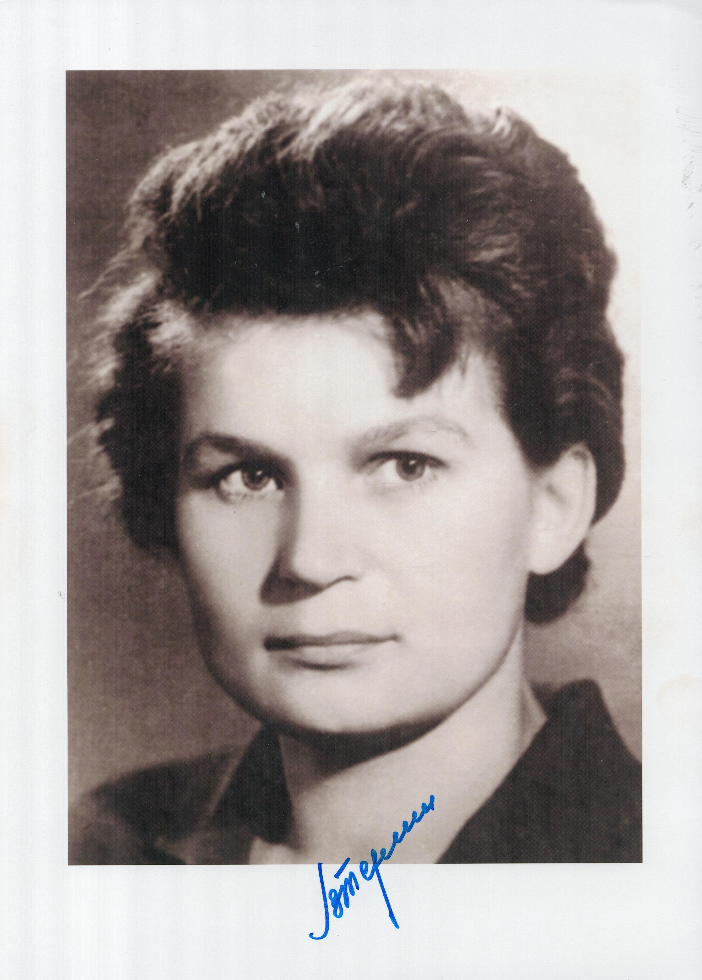 Space Valentina Tereshkova signed 12x8 black and white photo. Valentina Vladimirovna Tereshkova born