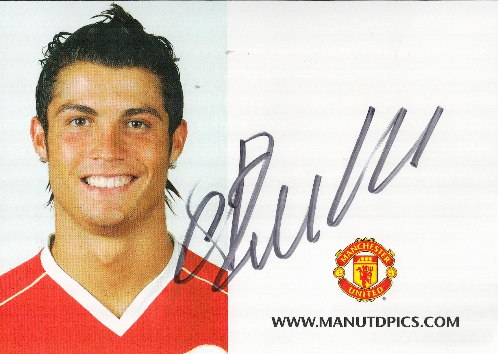 CRISTIANO RONALDO signed Manchester United Club Card Rare 2006/2007 . Good condition. All autographs