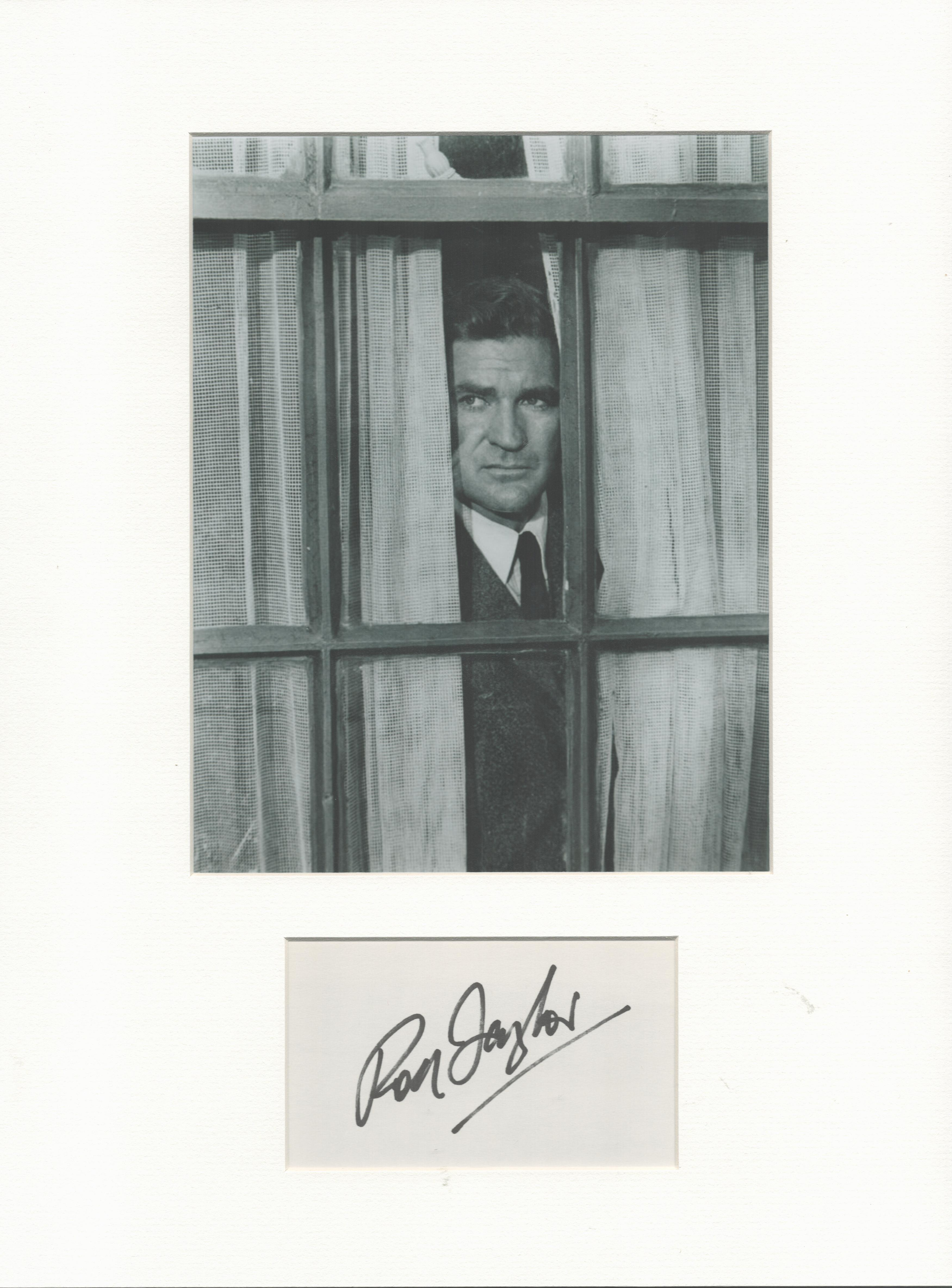 Rod Taylor signature piece in autograph presentation. Mounted with photograph to approx. 16 x 12