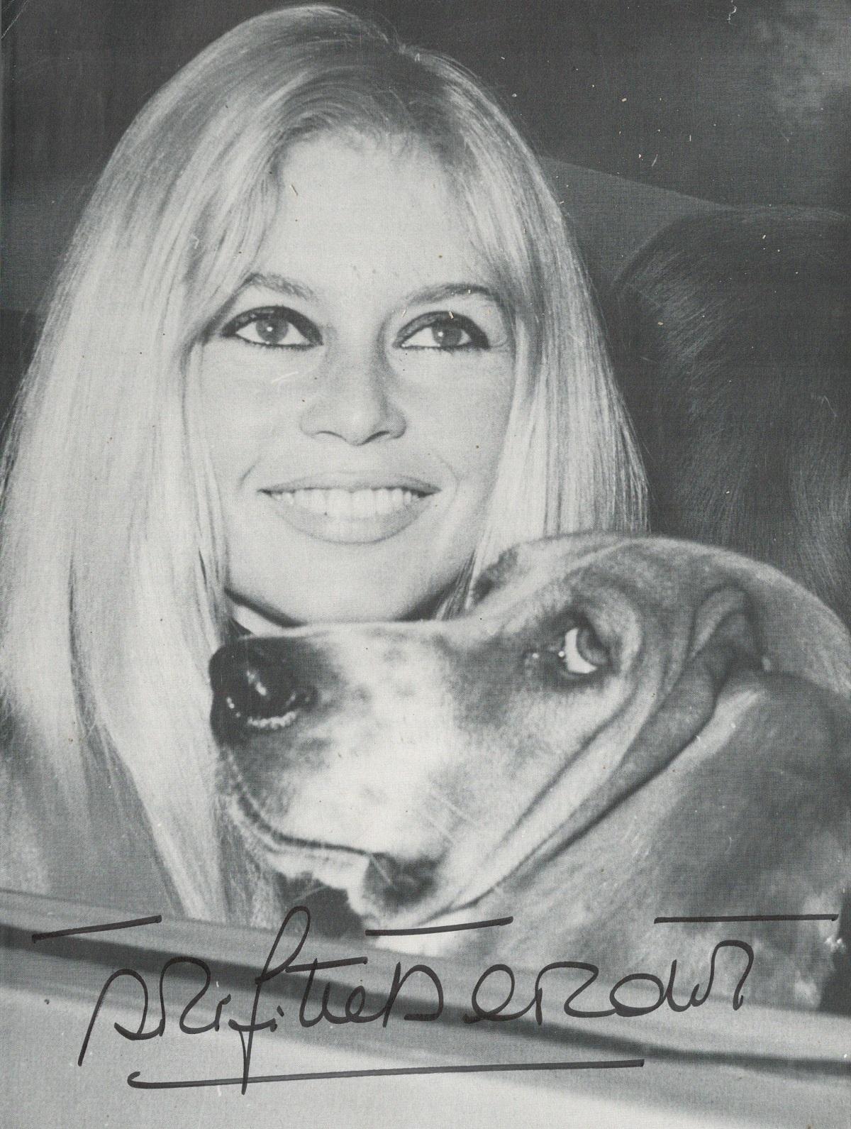 Brigitte Bardot signed 10x8 vintage black and white photo. Brigitte Anne-Marie Bardot ( born 28