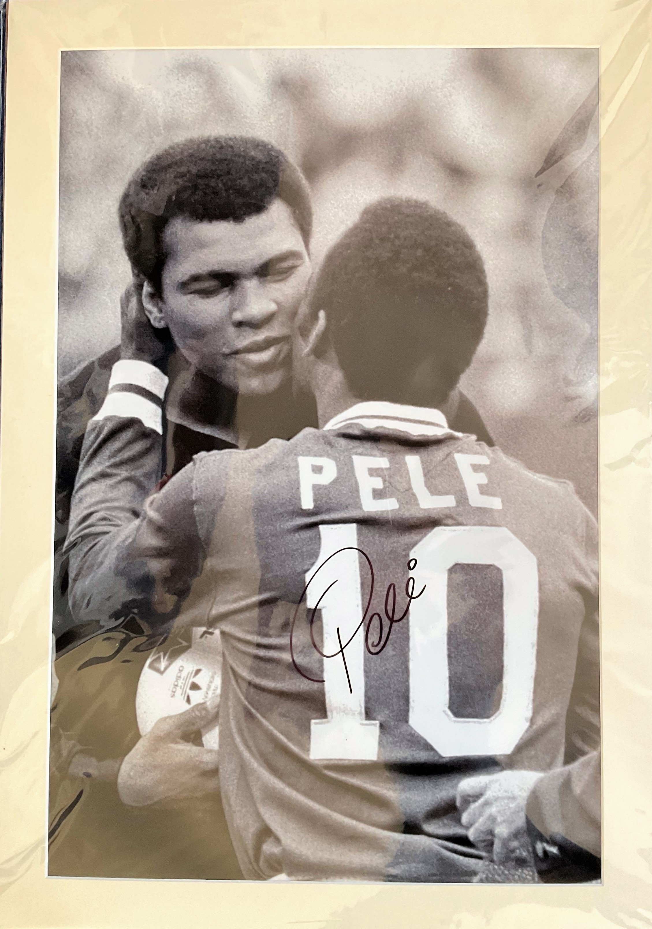 Football. Pele Signed 33x23 Black and white printed photo, Matted. Photo shows Pele giving