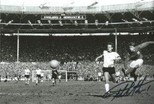 Geoff Hurst signed 10 x 8 inch b/w football photo 1966 World Cup. AK1621