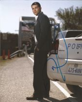 Jesse Metcalfe actor signed colour photo 10 x 8 inch. Jesse Eden Metcalfe is an American actor and