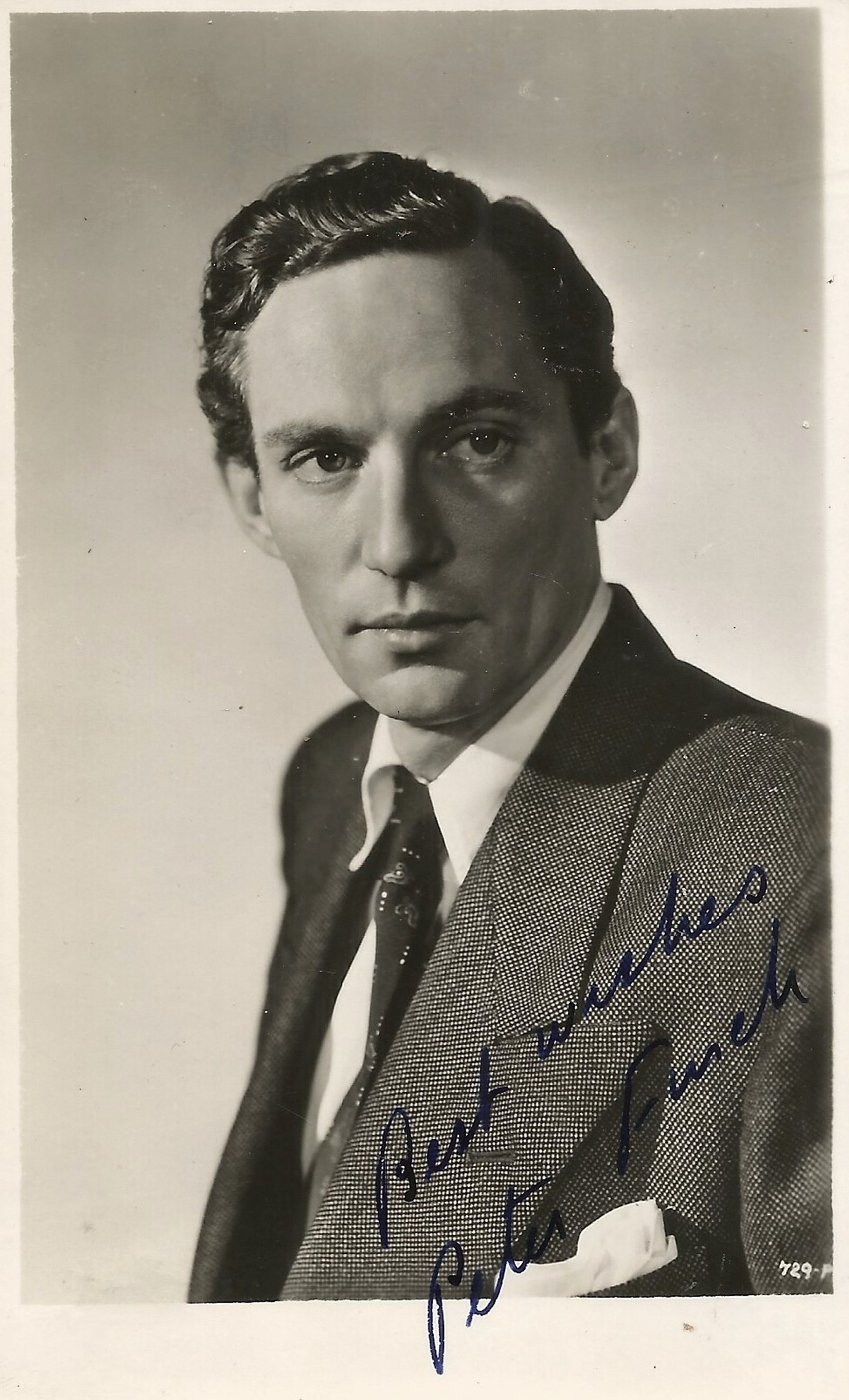 Peter Finch signed 5x3 black and white photo. Good condition. All autographs come with a Certificate