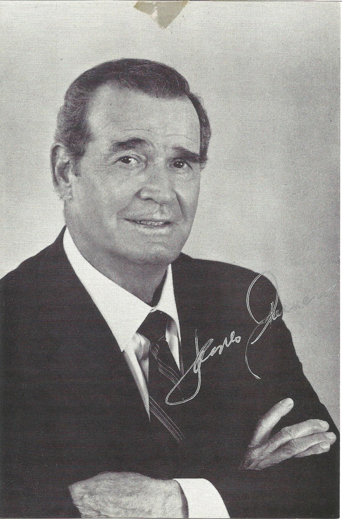 Actor James Garner signed 6x4 black and white photo. James Garner was an American actor and