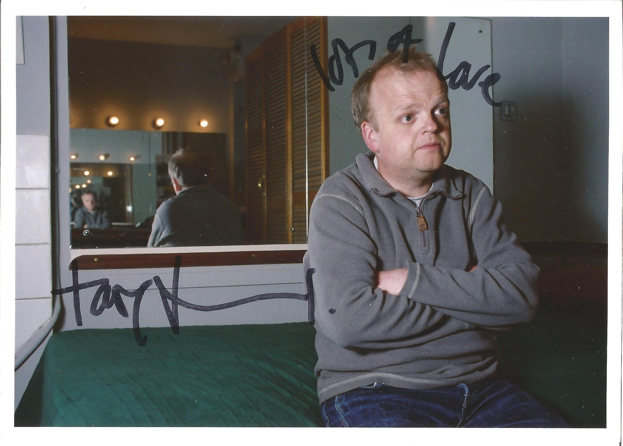 Toby Jones signed 7x5 colour photo. Tobias Edward Heslewood Jones OBE is an English film and