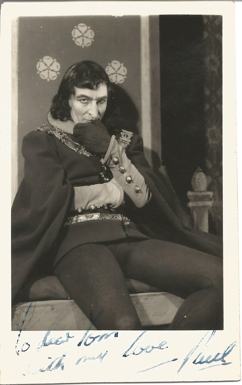 Actor Paul Daneman vintage signed 5½x3½ black and white photo as Henry VI in 1952. Paul Frederick