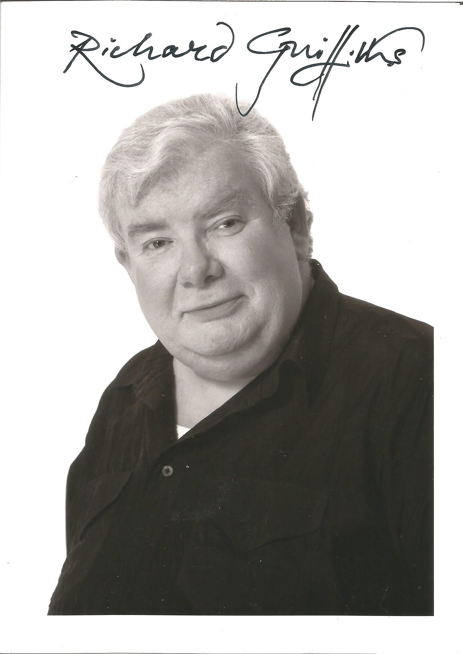Actor Richard Griffiths signed 7x5 black and white photo. Richard Thomas Griffiths OBE was an