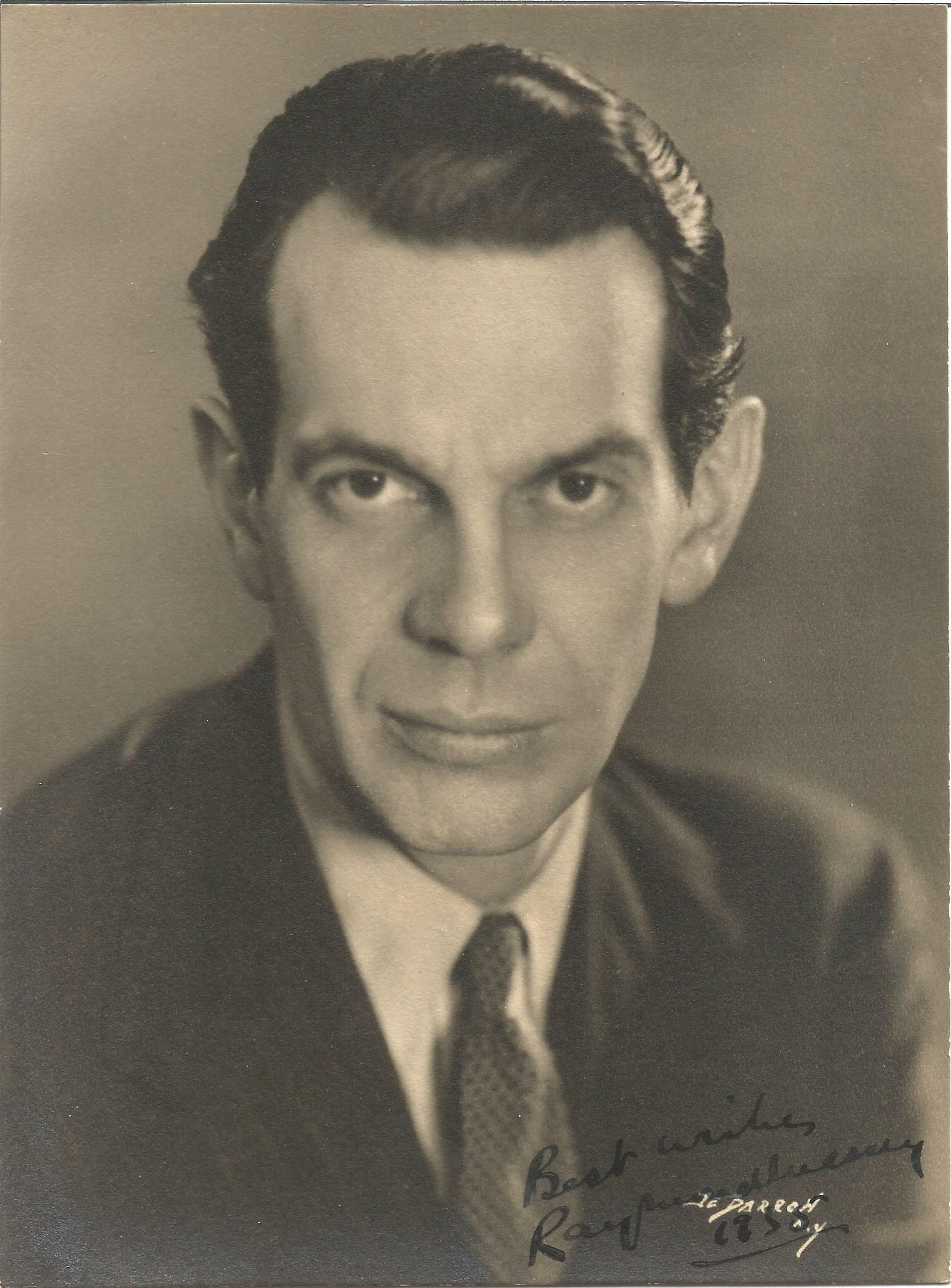 Actor Raymond Massey signed vintage black and white 7½x5 photo. Raymond Hart Massey was a Canadian
