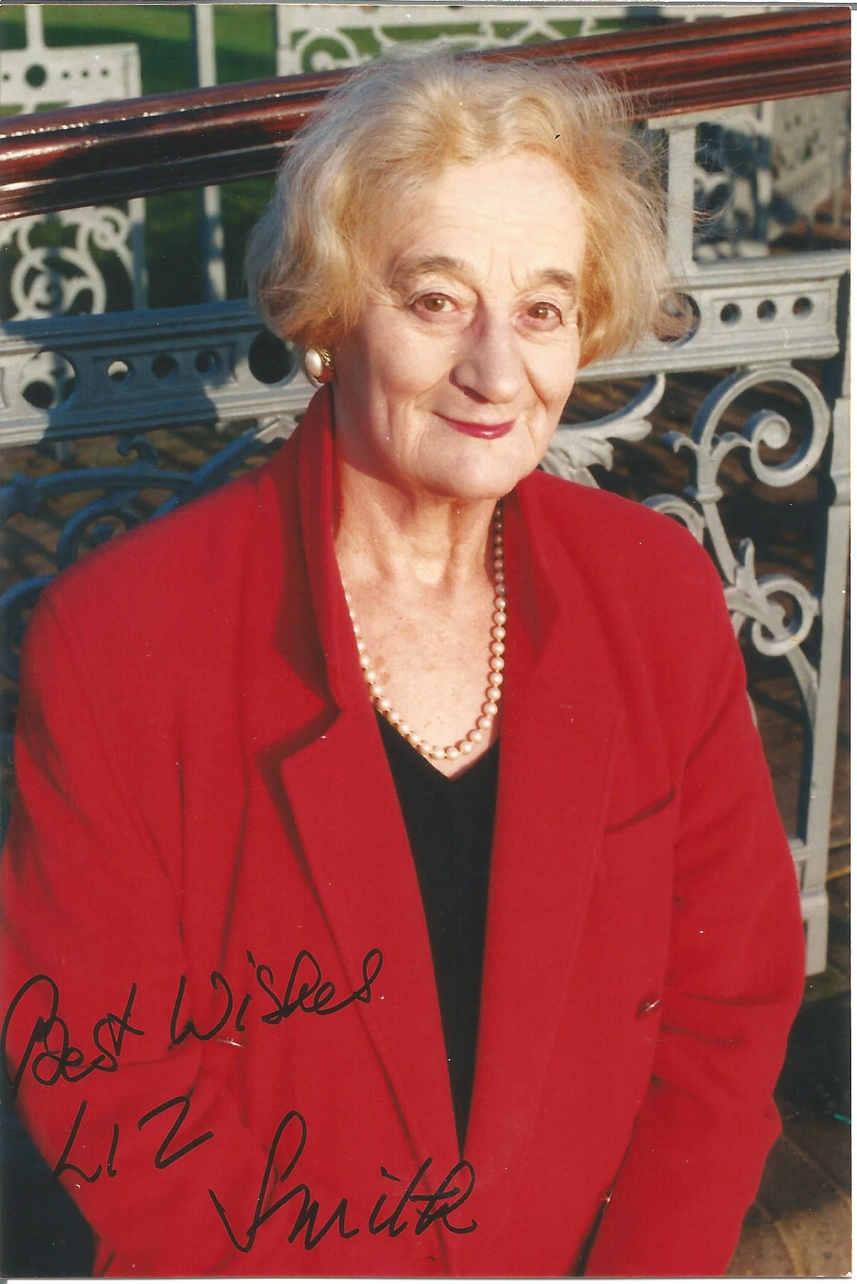 Actress Liz Smith signed 6x4 black and white photo. Betty Gleadle MBE, known by the stage name Liz