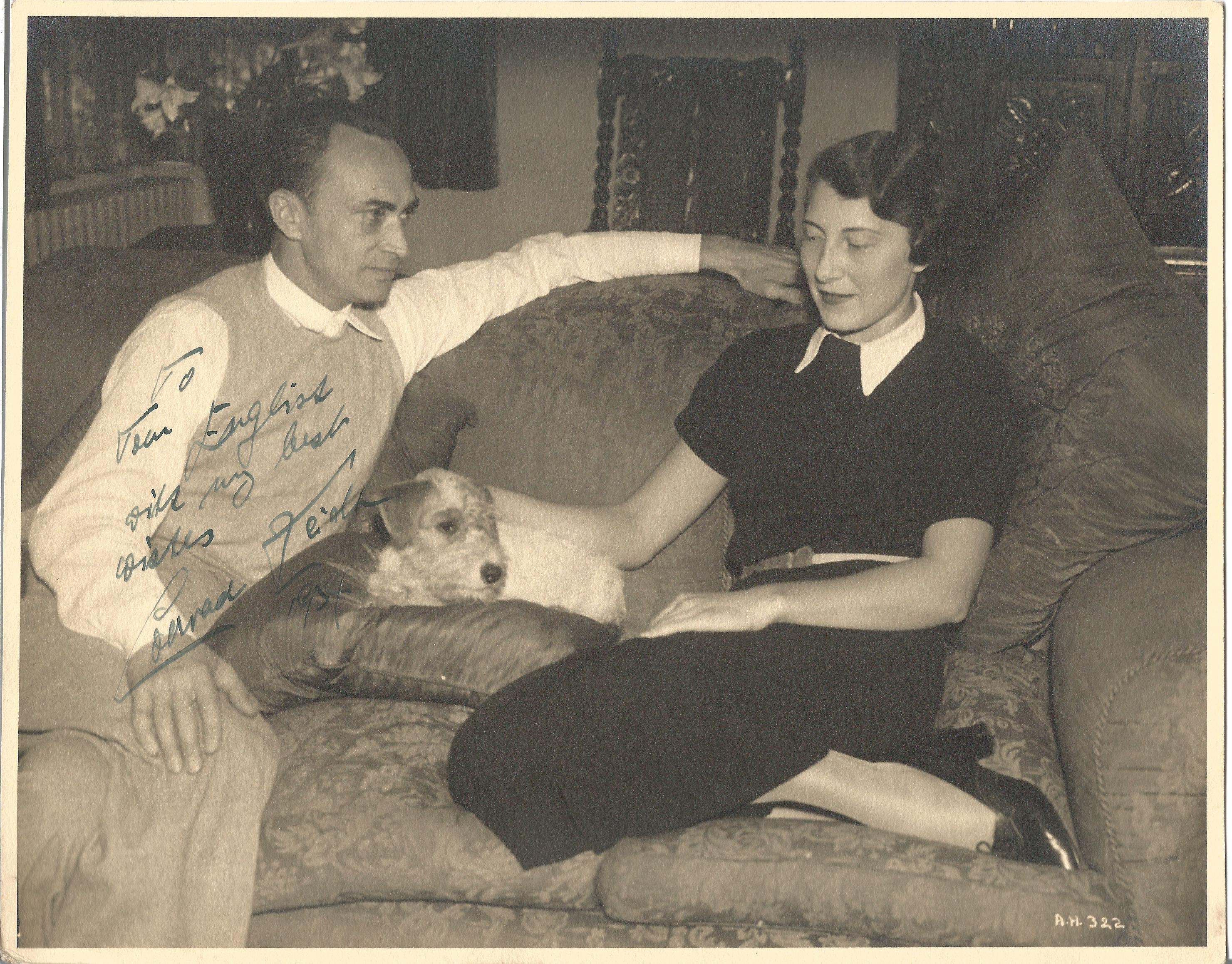 Actor Conrad Veidt vintage candid signed 10x8 black and white photo at home with his wife and dog,