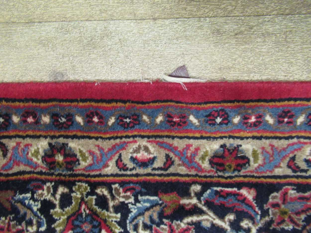 A Heriz type carpet with central medallion 337 x 250cmCondition report: Some fraying to the edges - Image 10 of 10