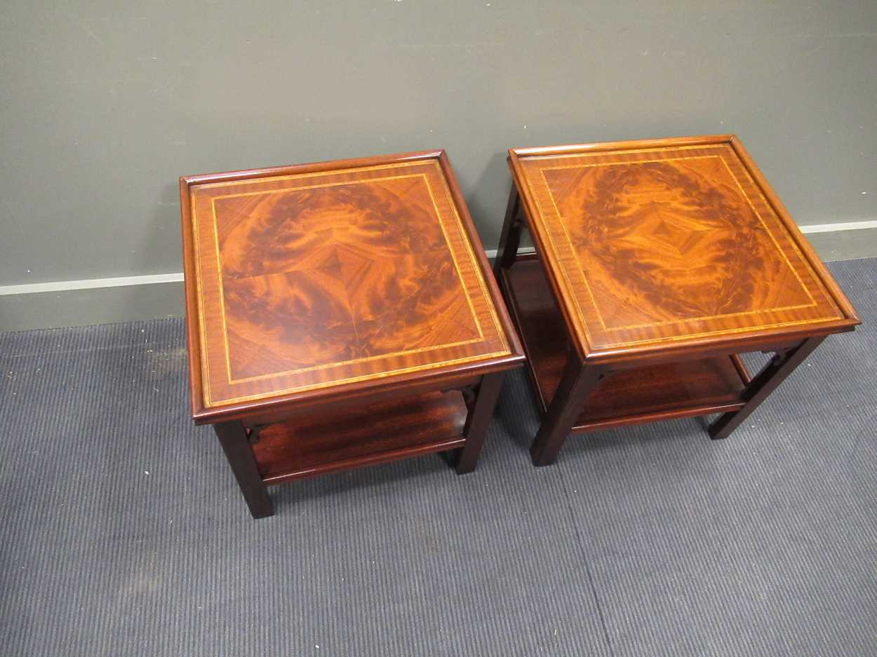"""A Pair of """"Charels Barr"""" Georgian style crossbanded flame mahogany lamp tables with undershelf and - Image 3 of 5"""