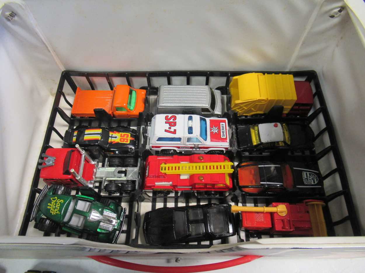 A collection of Corgi, Matchbox and Dinky diecast cars, including a Corgi 007 Aston Martin DB5, with - Image 9 of 11